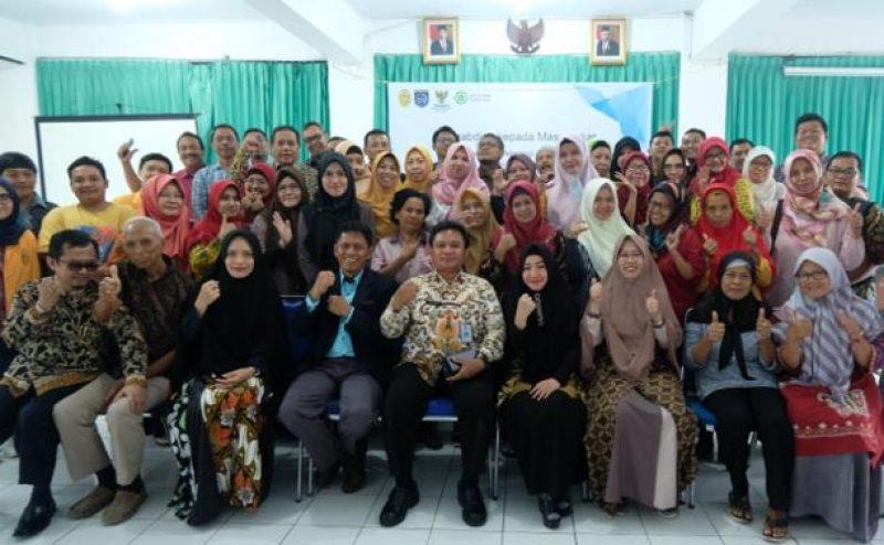 Tingkatkan Kesejahteraan Masyarakat FTI-UJ Gelar Pelatihan Pembuatan Sabun Pembersih Lantai