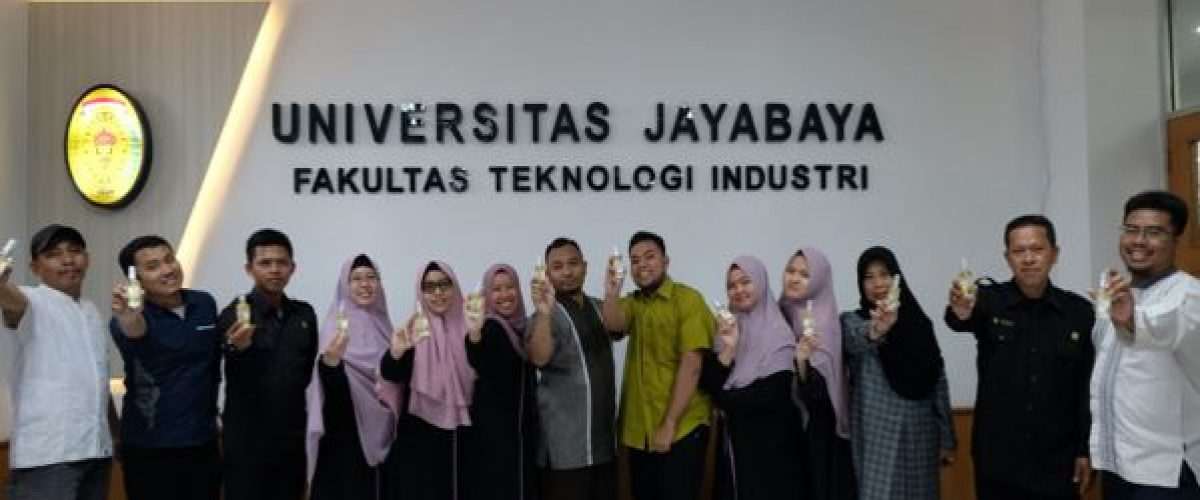 Antisipasi Corona Virus, Fakultas Teknologi Industri Universitas Jayabaya Membagikan Hand Sanitizer Kepada Dosen dan Staf Secara Gratis