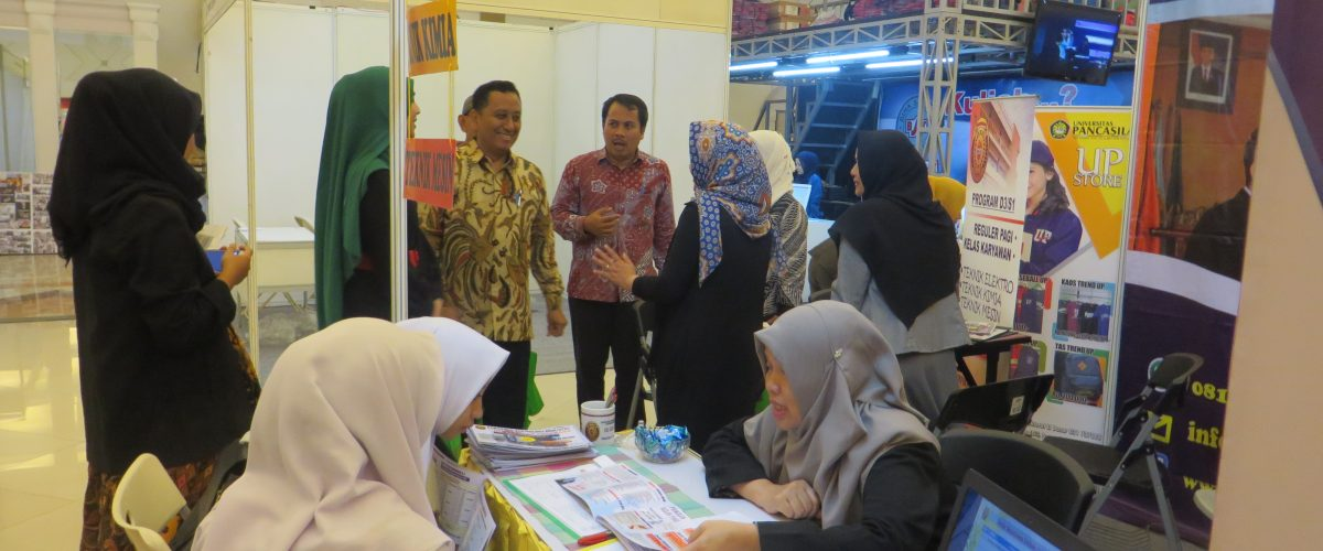 Pameran dan Road To School FTI UJ