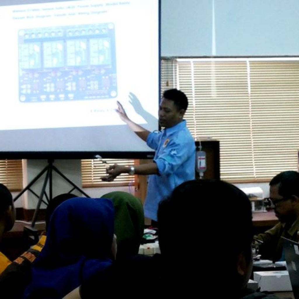 Teknik Elektro FTI-UJ Mengadakan Workshop Elektronika Berbasis Iot (Internet Of Things) Dan Android